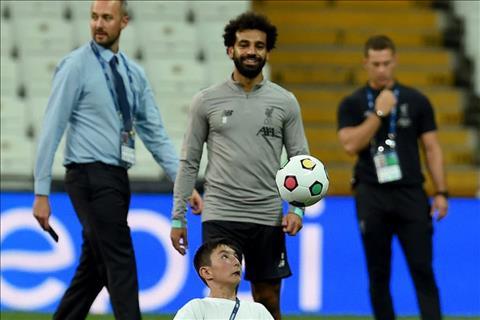 Xúc động với khoảnh khắc Salah và đồng đội chơi bóng cùng với fan đặc biệt hình ảnh 2