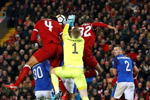 100% ban thang cua Van Dijk cho Liverpool o Ngoai hang Anh den tu khong chien
