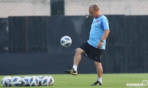 Hoãn vòng loại World Cup là điều may mắn cho HLV Park Hang Seo hình ảnh