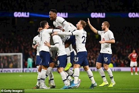 Tottenham de dang ghi 2 ban chi trong vong 15 phut dau tran
