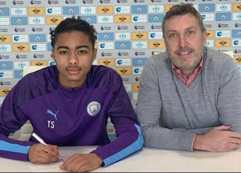 Man City chính thức chiêu mộ tân binh từ Leicester