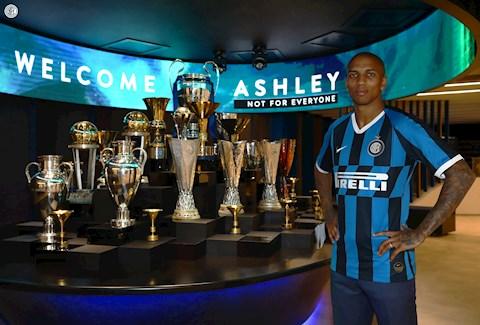 Thoát khỏi MU, Ashley Young say sưa văn nghệ ra mắt ở Inter Milan hình ảnh