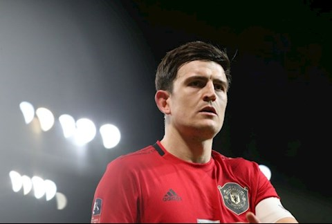 Gary Neville canh bao Maguire