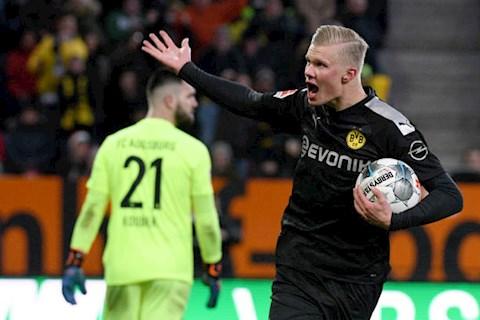 Augsburg 3-5 Dortmund: Tan binh Haaland ra mat bang mot hattrick
