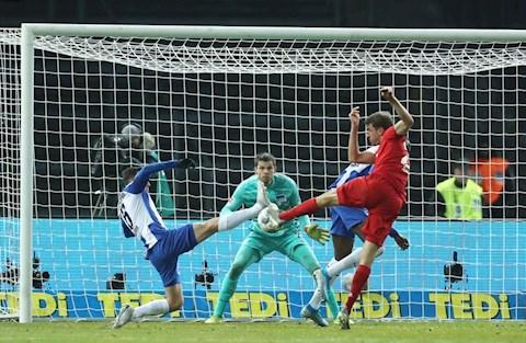 Hertha Berlin 0-4 Bayern Munich Hiệp 2 bùng nổ, Hùm xám thắng lớn hình ảnh 2