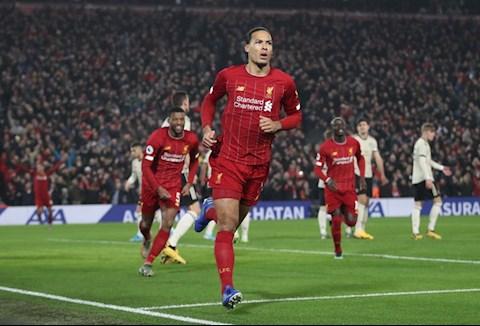 Liverpool 2-0 MU: Choi day no luc, Quy do van bi tieu diet tai Anfield