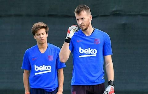 Chuyển nhượng Barca rao bán thủ môn Chưa có mới, đã nới cũ hình ảnh