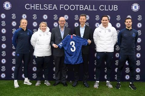 Chelsea ăn no gạch đá vì… tự chế nhạo chính mình hình ảnh