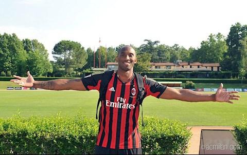 Hành động tri ân của AC Milan dành cho Kobe Bryant bị từ chối hình ảnh