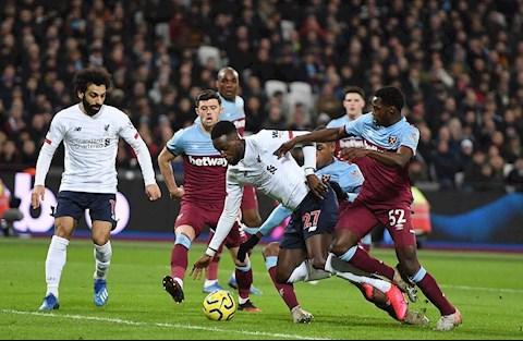 West Ham 0-2 Liverpool Diop pham loi voi Origi