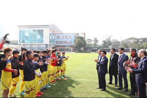 Bộ trưởng Nguyễn Ngọc Thiện thăm hỏi ĐT Nữ Việt Nam hình ảnh