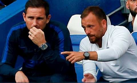 tro ly Morris va Lampard