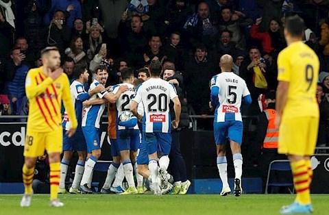 Espanyol 2-2 Barca Vũ Lỗi dạy bảo 'tội đồ' De Jong hình ảnh