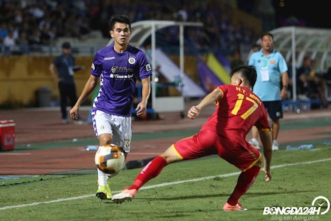 ẢNH Gỡ hòa cho CLB Hà Nội, Văn Quyết đấm xuống sân xả giận hình ảnh