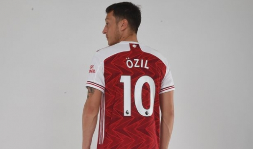 Mesut Ozil khoac ao so 10 o Arsenal