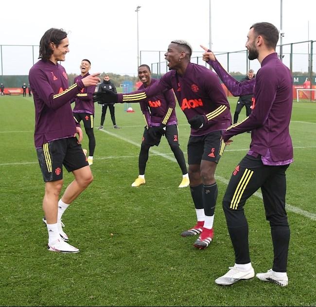 ẢNH Pogba đầu têu đồng đội bắt nạt Cavani hình ảnh 2
