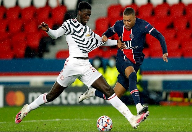 PSG vs MU Tuanzebe kem Mbappe
