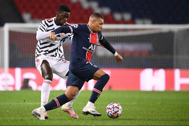 Axel Tuanzebe Man United lớn hơn PSG hình ảnh