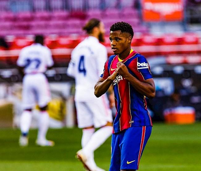 Chi vai phut sau khi bi dan ban, than dong Ansu Fati da mang ve ban go hoa cho Barca