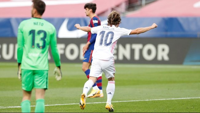Luka Modric ghi ban an dinh chien thang 3-1 cho Real Madrid o tran Sieu kinh dien tren san Nou Camp