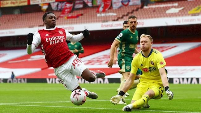 Eddie Nketiah bo lo co hoi ghi ban cho Arsenal