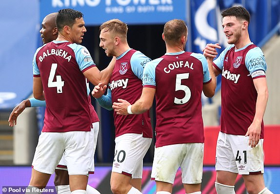 West Ham co chien thang bat ngo tren san cua Leicester