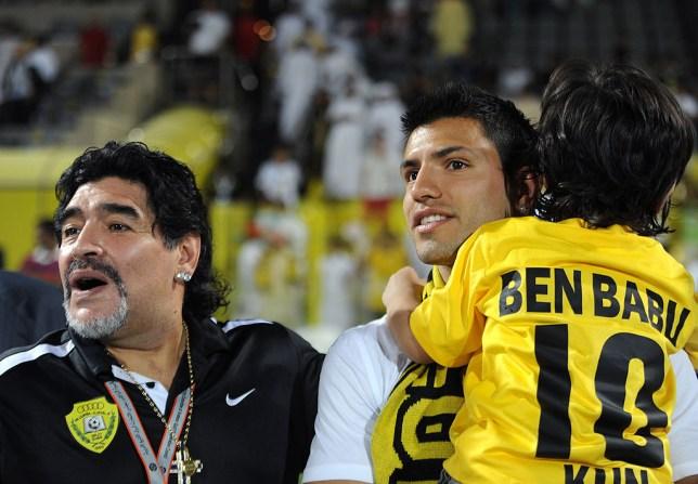 Con re Aguero tiec thuong Maradona