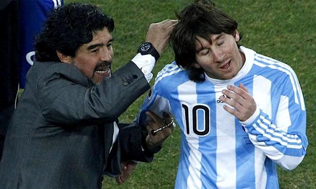 Maradona chia vui voi Messi sau khi hoc tro ghi ban tai World Cup 2010. Anh: Reuters