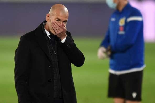 Thua sốc Alaves, HLV Zinedine Zidane từ chối giải thích hình ảnh