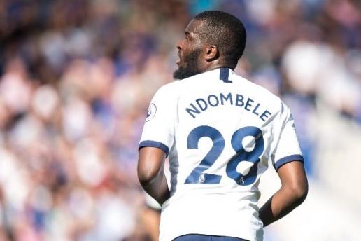 Tanguy Ndombele tung nghi den chuyen roi Tottenham o He 2020