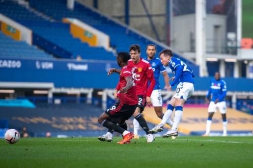 Wan-Bissaka và Lindelof bị chỉ trích ở trận Everton vs MU hình ảnh