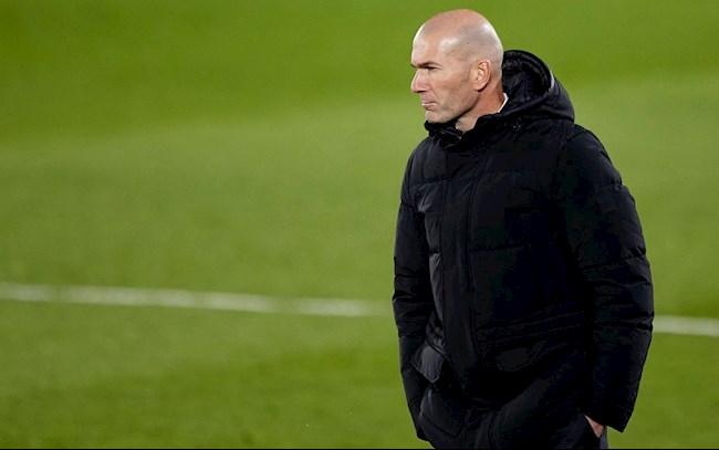 Zinedine Zidane đã thoát khỏi miệng hố nhờ niềm tin chính xác vào các cựu binh