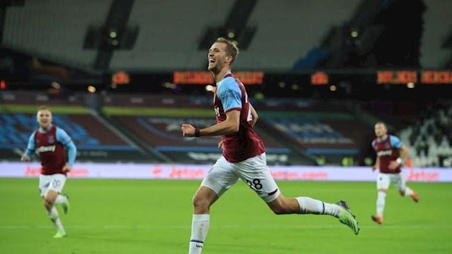 Soucek mo ty so cho West Ham