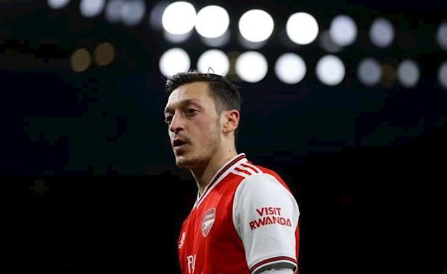 Carragher Không phải ngẫu nhiên khi 3 HLV gạt bỏ Mesut Ozil  hình ảnh
