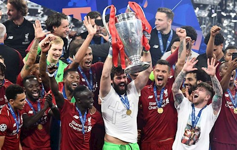 Alisson vo dich Champions League cung Liverpool