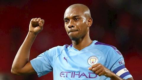 Fernandinho tiết lộ lý do gia hạn hợp đồng với Man City hình ảnh