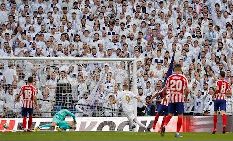 Real 1-0 Atletico Benzema ghi ban 2