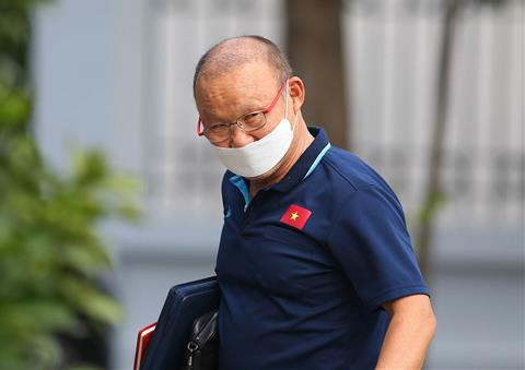 Truyền thông châu Á lo lắng cho thầy Park vì lỗ hổng hàng thủ hình ảnh