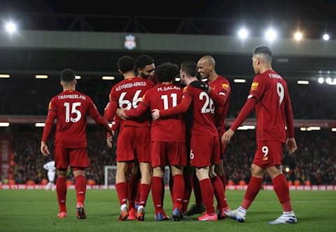 Emile Heskey so sánh sự may mắn của Liverpool với Man United hình ảnh