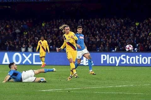 Antoine Griezmann ghi bàn vào lưới Napoli hình ảnh