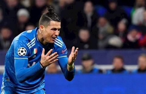 Cristiano Ronaldo đá phạt trực tiếp siêu tệ trong màu áo Juventus hình ảnh
