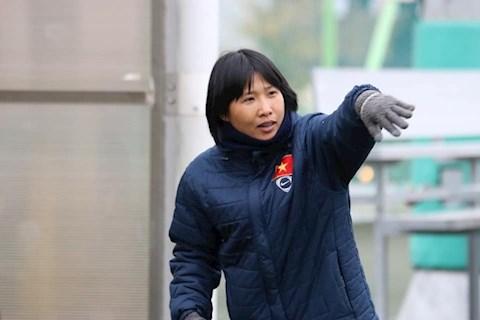 Trợ lý HLV trưởng tuyển nữ Việt Nam về nước chịu tang cha hình ảnh