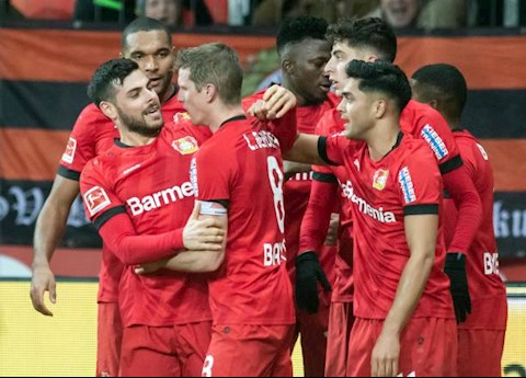 Leverkusen lat nguoc the co voi 2 ban thang trong 2 phut