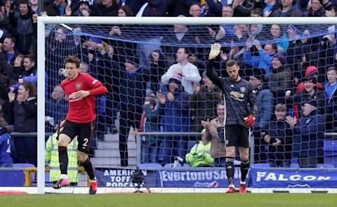 Dư âm Everton 1-1 MU Fernandes và VAR cứu Quỷ đỏ hình ảnh