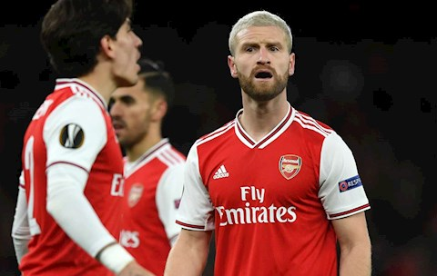 Huyền thoại Arsenal nhắc nhở Shkodran Mustafi dẹp bỏ đầu tóc hình ảnh
