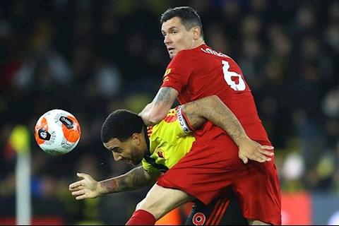 Lovren nhận gạch đá sau trận thua Watford hình ảnh
