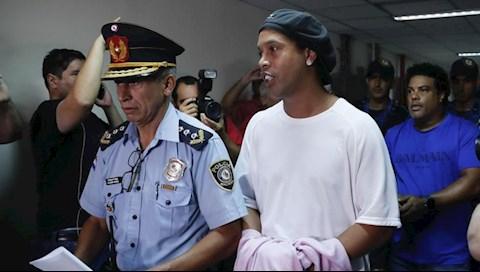 Ronaldinho bị kiểm tra virus corona ở trong tù hình ảnh