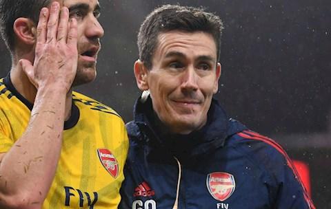 Bác sĩ Gary ODriscoll nêu gương sáng cho các ngôi sao Arsenal hình ảnh