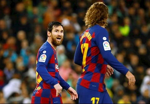 Lionel Messi da bat luc trong tran El Clasico thu 43 trong su nghiep
