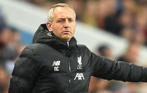 HLV Neil Critchley rời Liverpool xuống League One hành nghề hình ảnh